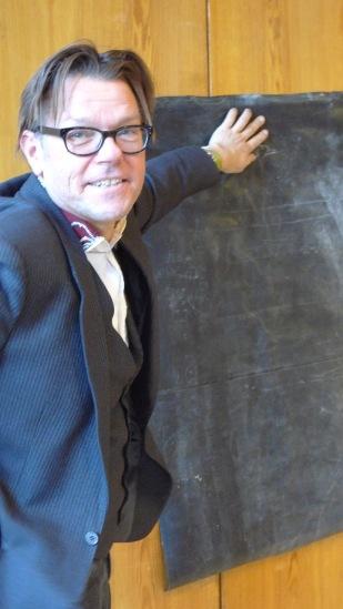 Prof. Ton Matton - Vortrag zum performativen Stadtraumprojekt in der EBW http://www.strategies.ufg.at/--